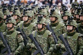観閲式で整列する陸上自衛隊員=10月、埼玉県朝霞市