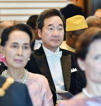 「即位礼正殿の儀」に参列した韓国の李洛淵首相=22日午後0時44分、宮殿・長和殿(代表撮影)
