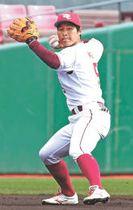 仙台大との練習試合で軽快な守備を見せる茂木
