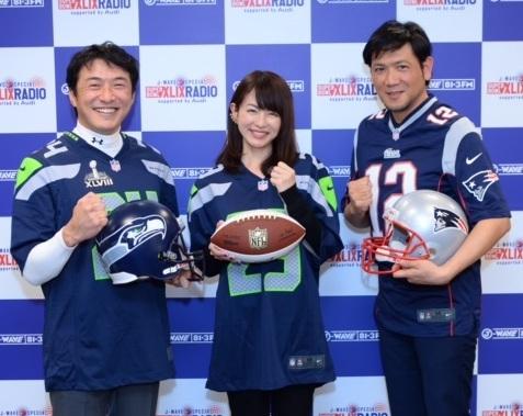 スーパーボウル生放送を担当する(左から)近藤祐司さん、平井理央さん、別所哲也さん=1月21日、J-WAVE東京本社