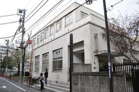 吉本興業の東京本部が入る建物=東京都新宿区