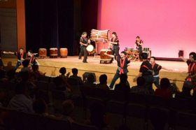 和太鼓演奏などが行われたチャリティーフェスティバル=横浜市栄区の栄公会堂