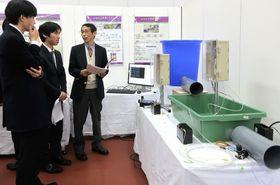 開発した機器などが展示された会場(京都府舞鶴市上安・京都職業能力開発短期大学校)