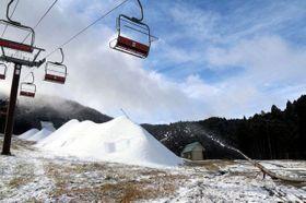 15日に予定していた今季の開業を延期したいぶきの里スキー場=6日