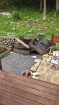クマに荒らされた木製コンポスト容器(住民提供)