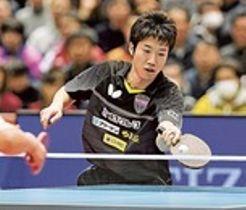 男子シングルス決勝で張本と対戦する水谷=東京体育館