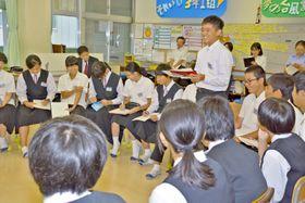 勉強とは何か? 意見を出し合い、思索を深める越知中学校の3年生ら(越知甲、9月撮影)