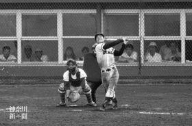 神奈川大会準々決勝の横浜戦。藤沢商の田代は3安打3打点をマークし、2年生ながら4番の役割を果たした=1971年7月27日、保土ケ谷球場