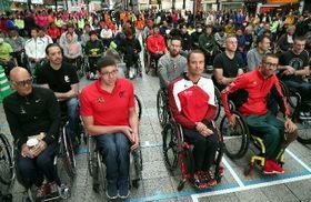 開会式で気持ちを高める各国の選手たち=16日、大分市のガレリア竹町ドーム広場