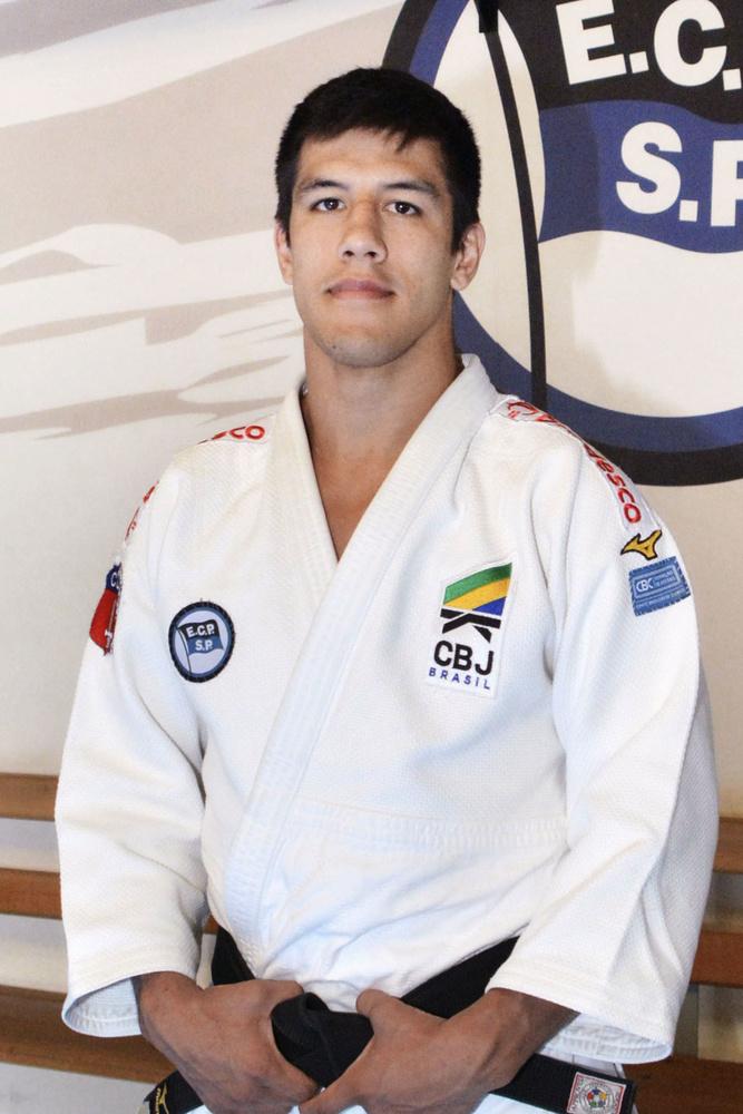 ブラジルに渡って柔道選手になる道を選んだユウジ・サントス=2019年9月、サンパウロ(共同)