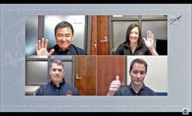 米航空宇宙局(NASA)の記者会見に仲間の飛行士と参加する星出彰彦さん(左上)(NASAテレビから・共同)