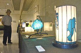 幻想的な光を放つガラス工芸作品