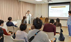 大阪母子医療センターで開かれた無痛分娩教室=大阪府和泉市