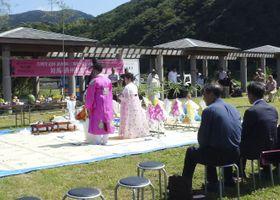 2018年、日韓合同で開かれた「4.3事件」の慰霊祭=長崎県対馬市
