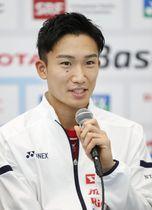 バドミントンの世界選手権開幕を前に、記者会見する男子シングルスの桃田賢斗=バーゼル(共同)