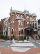 22日、米首都ワシントン中心部で、修復され博物館として再出発した朝鮮王朝時代の旧在米韓国公使館の建物(共同)