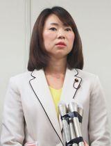 都選管の裁決後、報道陣の取材に応じる大森有希子氏=21日午後、東京都庁