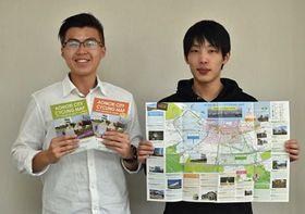 マップを手にするジャン・ションさん(左)と阿部さん