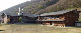 3月に閉校となった福浦小中学校=22日、佐井村