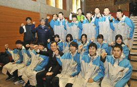 活躍を誓い、士気を高めるスピードの青森県選手団=山梨県富士河口湖町かつやまふれあいセンター