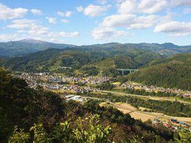 天狗山山頂から見える景色。地元住民がホームページを作成し、魅力を発信している=西川町