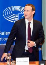 22日、ブリュッセルにある欧州連合(EU)の欧州議会を訪れたザッカーバーグ氏(欧州議会提供・ゲッティ=共同)