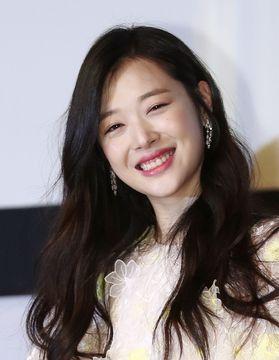 韓国のアイドル、ソルリさん死亡