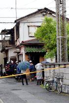 全焼し、1人の遺体が見つかった住宅=23日午後1時ごろ、草加市新里町
