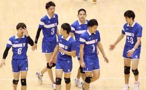 【東亜大―きんでん】第5セットを8―15で落とし、肩を落とす東亜大の選手