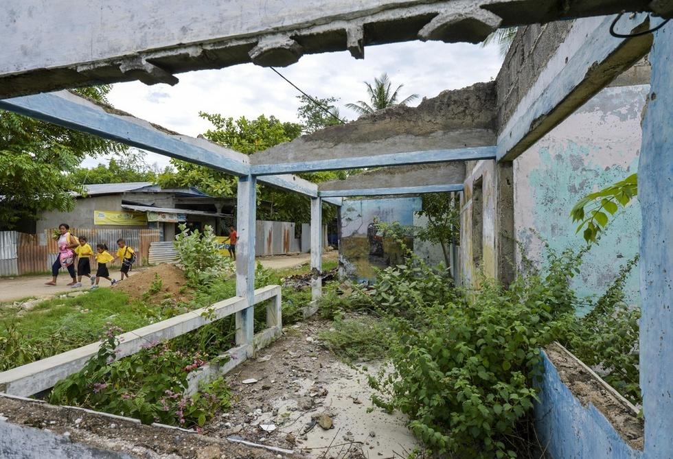 住民投票の後、併合派民兵に焼き打ちされた独立支持派住民の家屋。首都ディリには住民を二分した独立運動の傷痕が今も生々しく残っている(撮影・村山幸親、共同)