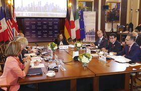 河野外相(右から2人目)が参加したG7外相会合の討議=22日、カナダ・トロント(代表撮影・共同)