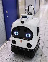 名古屋駅の地下街「エスカ」で、自律走行しながら消毒液を散布するZMPのロボット「パトロ」=7日夜