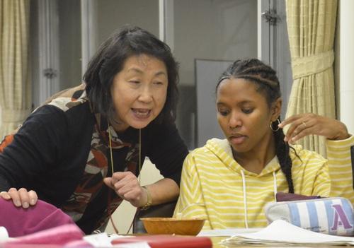 日本語の発音を教える
