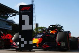 F1ブラジルGP予選、ポールポジションを獲得したマックス・フェルスタッペンのレッドブル・ホンダ=16日、サンパウロ(ゲッティ=共同)