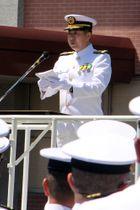 離任式であいさつする菊地総監=海自佐世保地方総監部