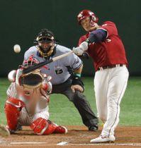 6回全パ2死、浅村が中越えに本塁打を放つ。捕手中村=東京ドーム