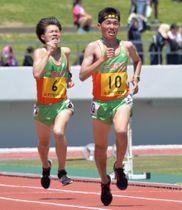 男子5000メートル決勝 ラストスパートで及川瑠音を突き放し、大会新記録で優勝した小倉朝陽(10)=北上市・北上総合運動公園陸上競技場