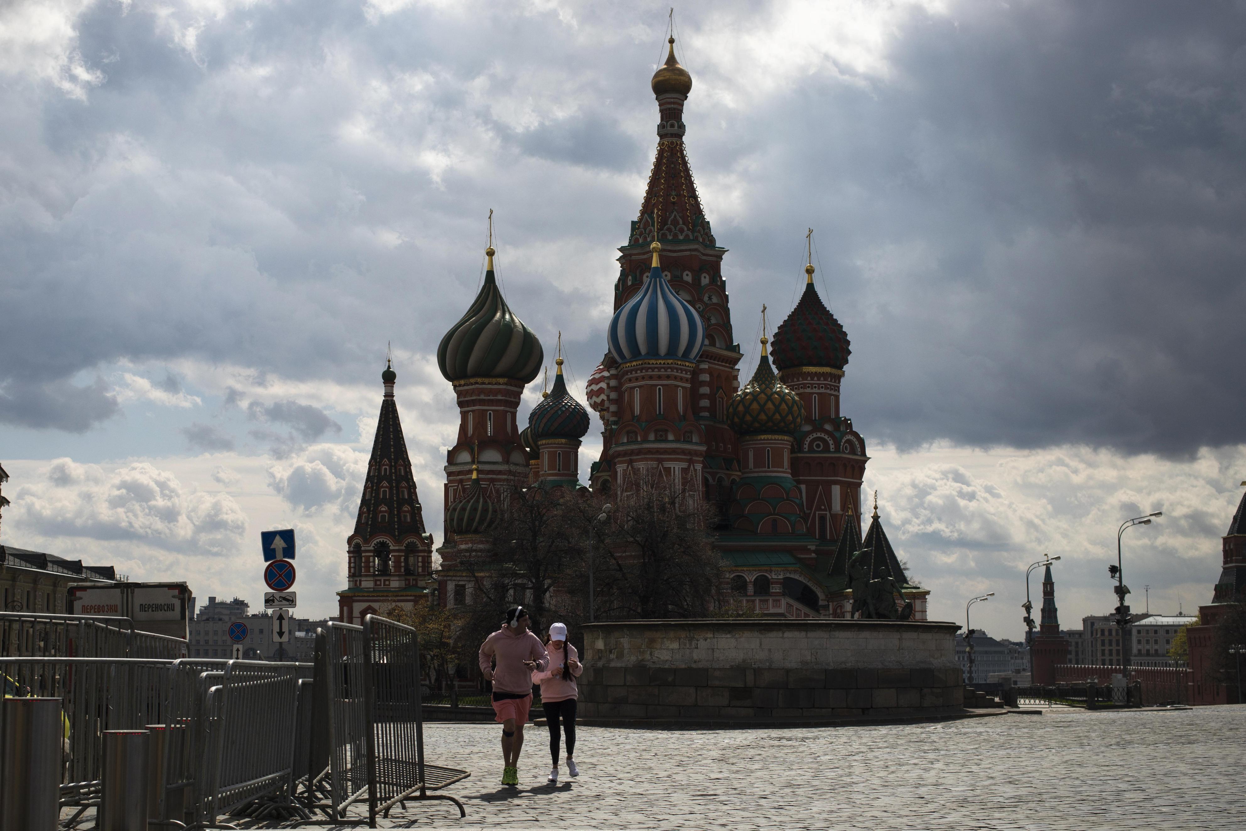 閑散とするモスクワの赤の広場=4月29日(AP=共同)