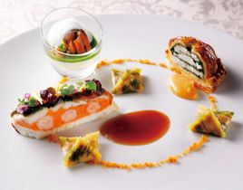 ランチコースで提供される鯛を使った料理