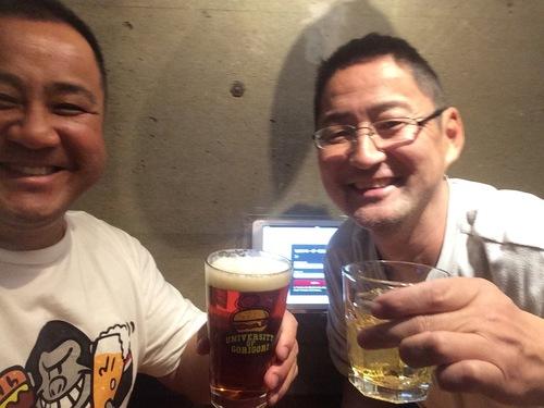 多聞さん(左)が師と仰ぐ藤田智富士通ヘッドコーチ=写真提供・中村多聞さん