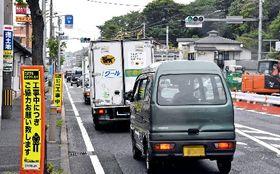 大川橋交差点の拡幅工事の影響で混雑する北九州市門司区の国道3号=8日(写真の一部を加工しています)