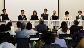 ギャンブル依存症への向き合い方について意見が交わされたシンポジウム=長崎県庁