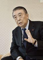 インタビューに答える大島衆院議長=18日午後、東京の衆院議長公邸