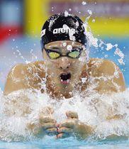 男子400メートル個人メドレー決勝 優勝した瀬戸大也の平泳ぎ=杭州(共同)