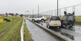 乗用車4台による事故があった現場=9月22日、青森県つがる市