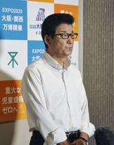取材に応じる松井一郎大阪市長=26日午後、大阪市役所
