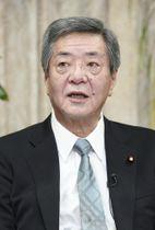 インタビューに答える自民党の竹下亘総務会長