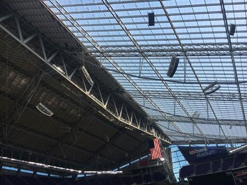 採光のため屋根は透明になっている=写真提供・小池絵未さん
