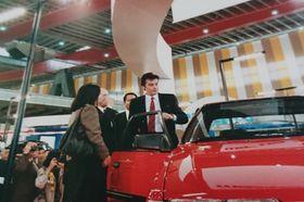 東京モーターショーに来場したアラン・ドロン(1983年)