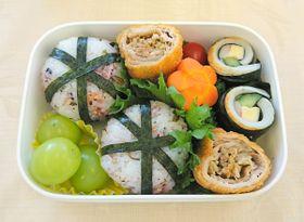 最優秀賞に選ばれた安藤さんの「千切キャベツのクルクルトンカツ弁当」
